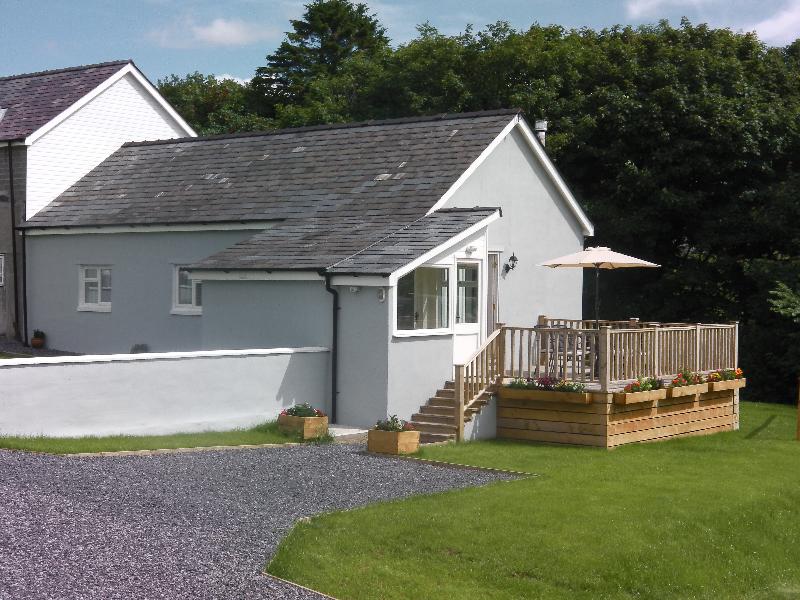 cottage-exterior-2